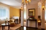Pokój delux z jacuzzi z lustrem nad łóżkiem